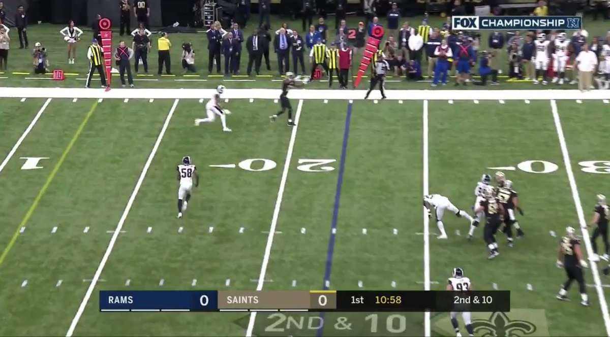 Fox hilariously panicked when Michael Thomas' butt was accidentally on TV