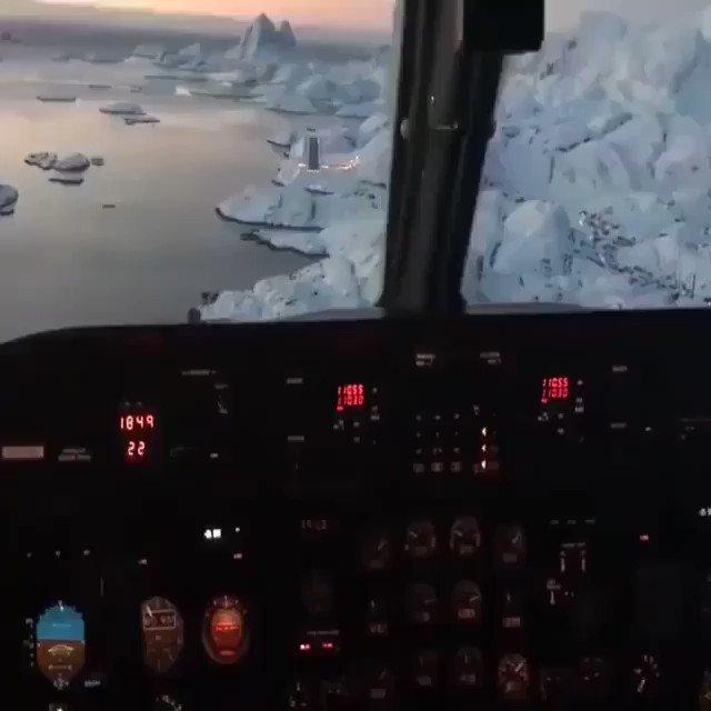 Voilà ce que c'est d'atterrir à l'aéroport de #Nuuk au Groenland.