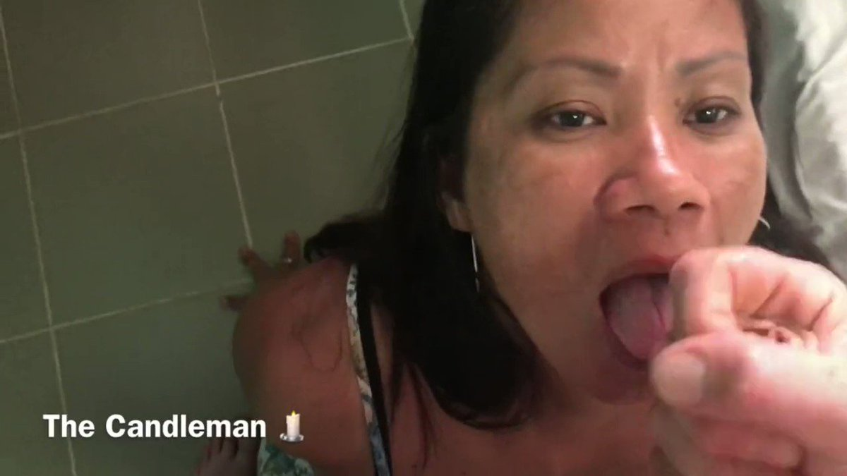 ebony lesbian sucking strapon