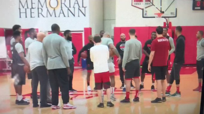 players sing happy birthday to Gerald Green.