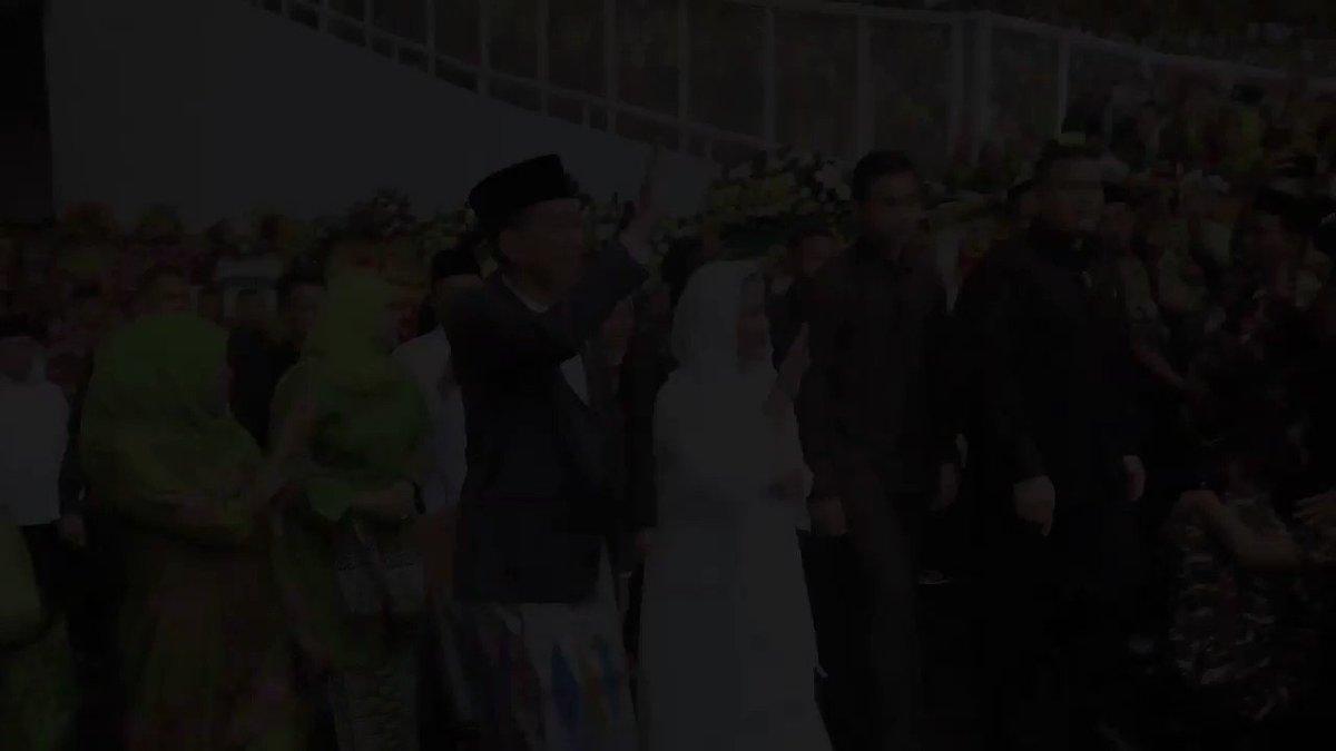Stadion Utama Gelora Bung Karno di Senayan, hari Minggu pagi, semarak oleh perayaan hari lahir ke-73 muslimat Nahdlatul Ulama.   Selamat Ulang Tahun Muslimat NU.
