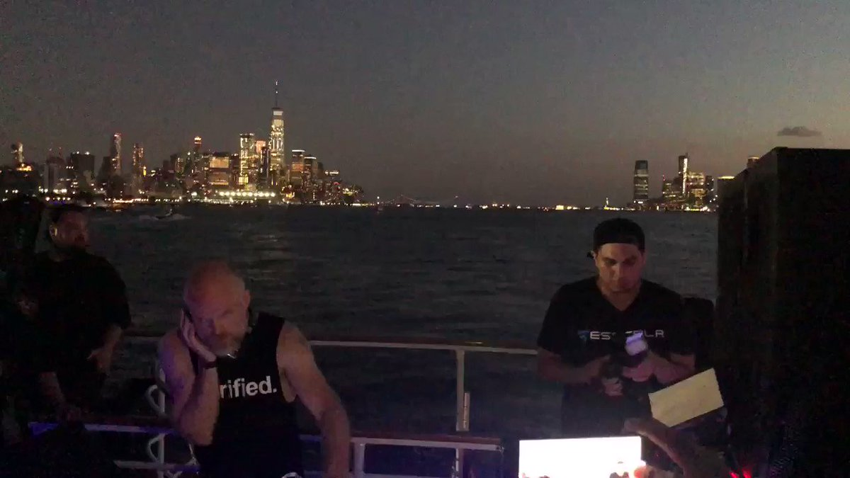 Thanks for this beautiful set in Manhattan,NY party boat @richsolarstone see you tomorrow night #Schimanski NY