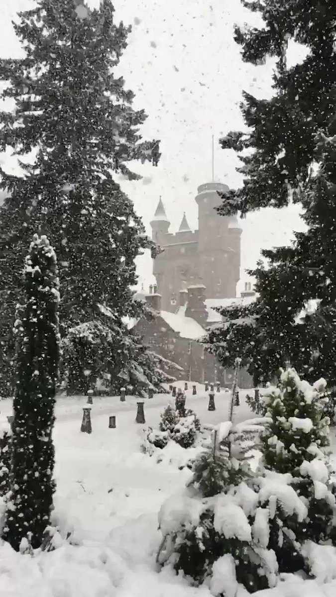 Image for the Tweet beginning: Big ❄️ at Balmoral Castle