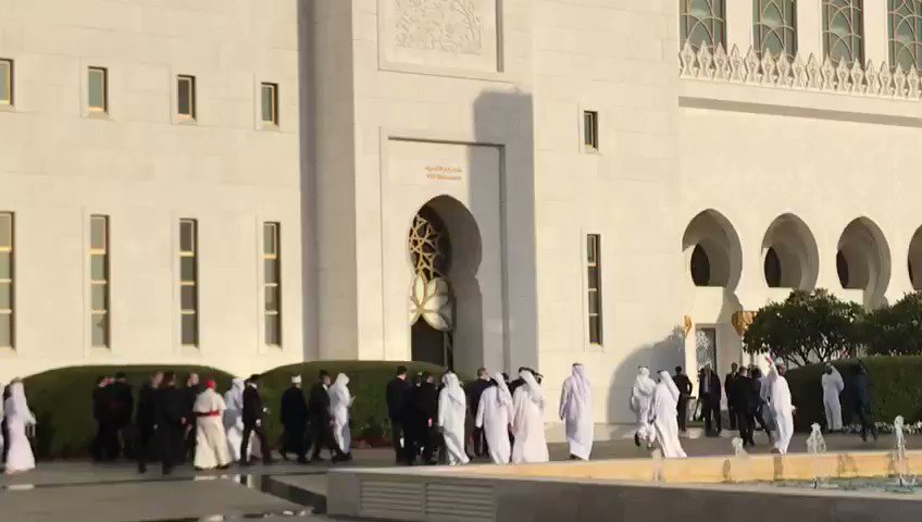 Pope Francis and the delagation just entered the Shaikh Zayed Grand Mosque in Abu Dhabi