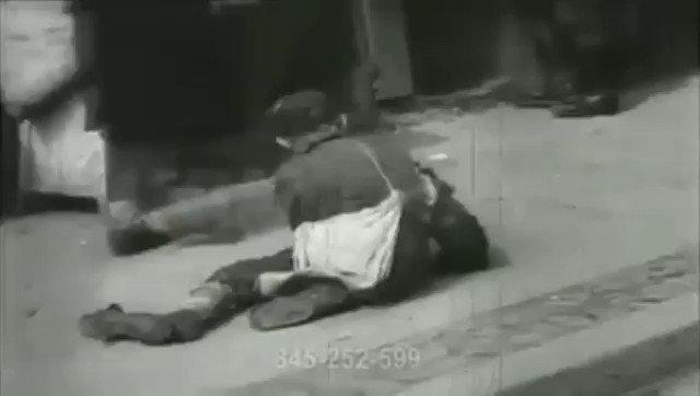 Nieznany dotąd film z warszawskiego getta. Bezcenny dowód na kolaborację żydów z Niemcami.  UDOSTĘPNIAĆ, publikować prawdę gdzie się da. Niech świat zobaczy z jaką brutalnością żydowscy funkcjonariusze traktują swoich żydowskich braci. #JewishThruth