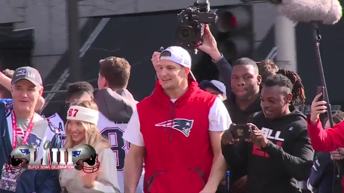 'How this city loves him.'  'Gronk's getting fired up right now.' #Understatements   (via @7News)  https://t.co/aLHoXXGZ0B