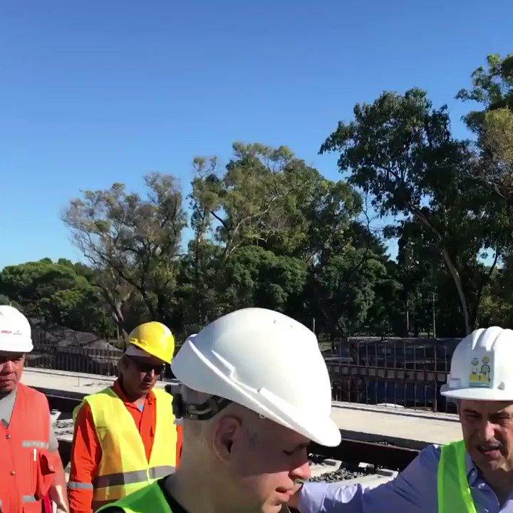 Hace 100 años no se construía un nuevo viaducto en la Ciudad de Buenos Aires. El viaducto Mitre va a elevar las vías del tren a lo largo de casi 4 kilómetros, mejorará la seguridad vial al evitar los cruces a nivel y abrirá nuevas calles para que el tránsito fluya mejor.