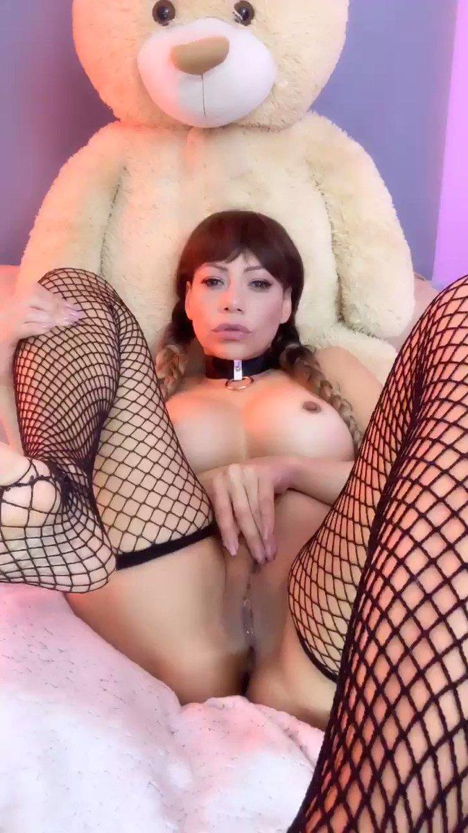 Model - Lara Tinelli bigboobs