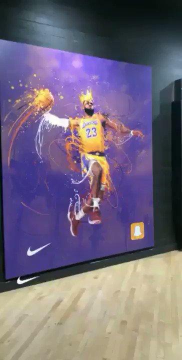 .@KingJames dunking at Foot Locker through Snapchat AR. 👀  📹 @keiths
