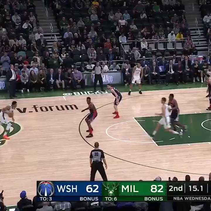 Giannis no-look to Brogdon gives the Bucks a franchise-record for points in a half �� https://t.co/Aiu2Z80RMm