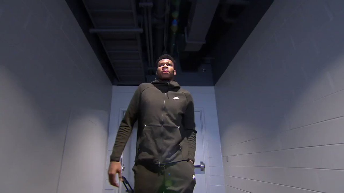 43 points on 17 of 21 shooting!  HAVE A NIGHT @Giannis_An34 https://t.co/fRjqu2cjW4