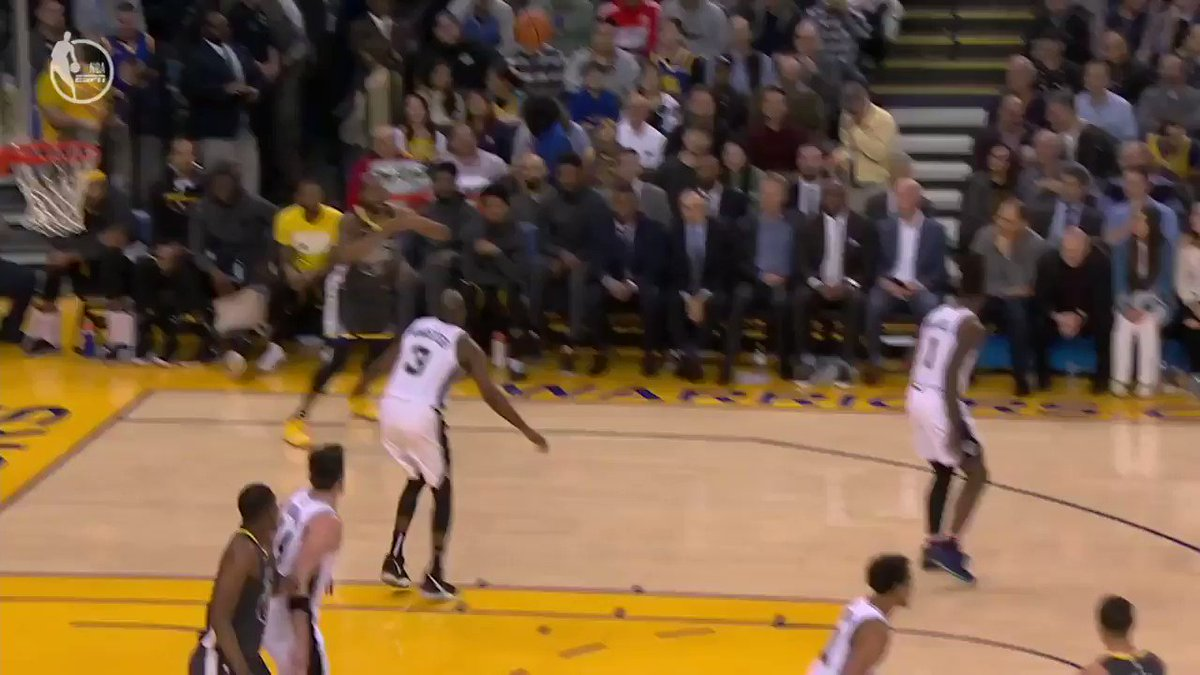 Iggy really turned around while the shot was in mid-air �� https://t.co/rPkcyqxvtm
