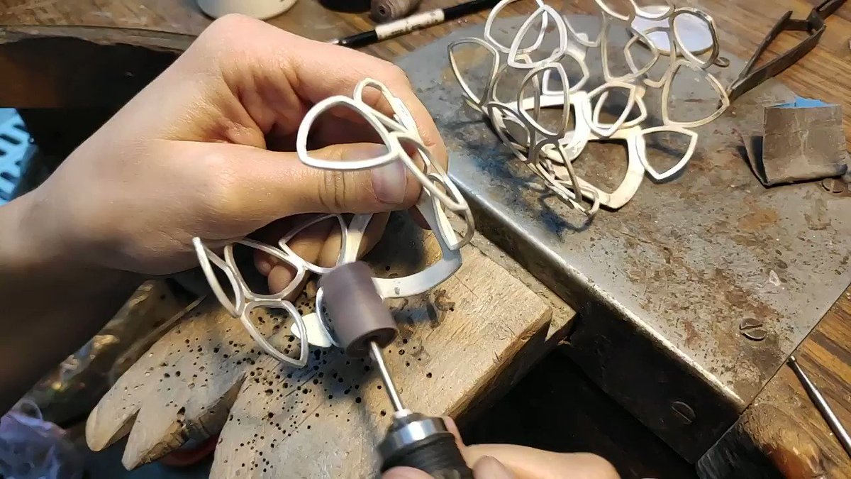 ¡El Showroom no para! Nos encanta abriros las puertas para que veáis el proceso de creación de nuestras joyas.  #artisanjewelry #artisan #artesania #joiaartesana #handmadejewelry  #fetama #fetamabarcelona
