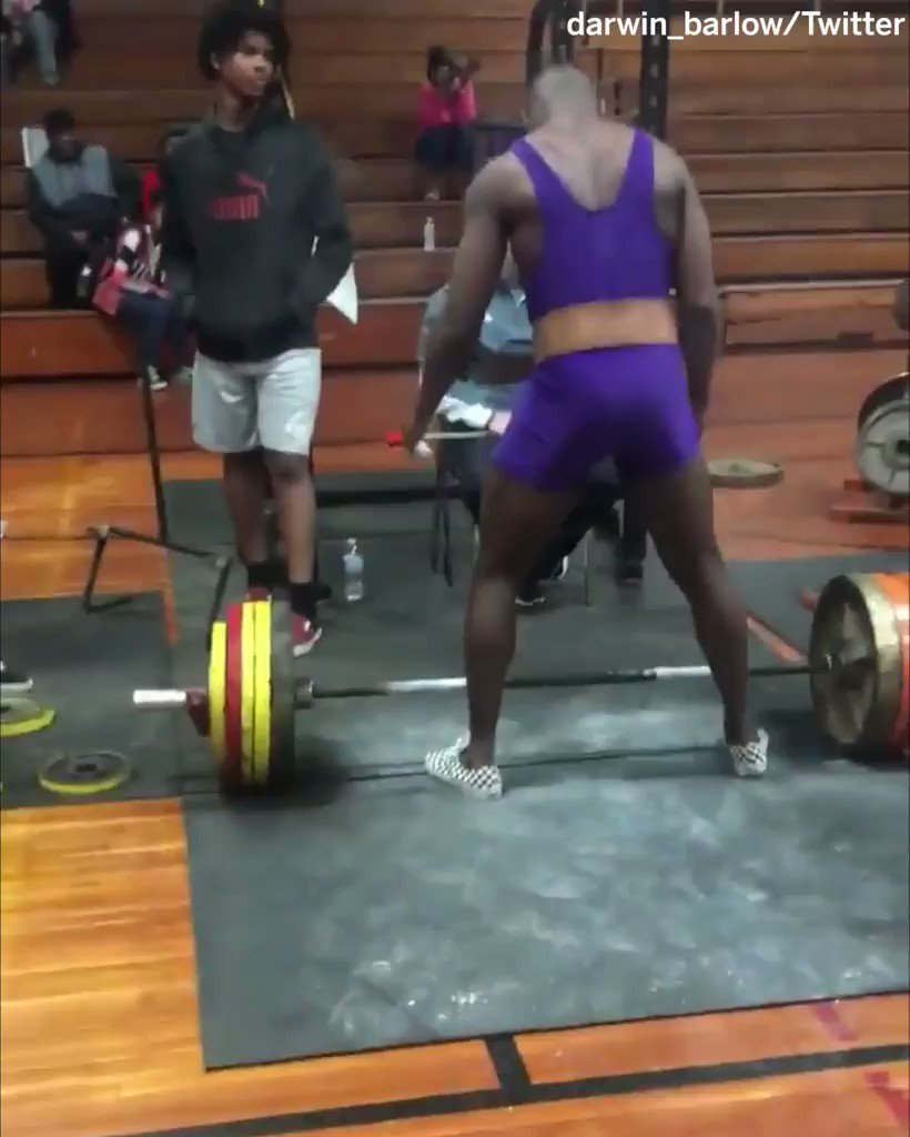 195-pound running back �� 600-pound deadlift ��  @darwin_barlow may have just turned TCU into a running team �� https://t.co/Z0sCkOGmYn