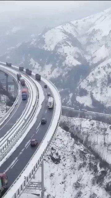 Highway menghubungkan China dan Pakistan 880km.. Lebuhraya Karakoram..Keajaiban Dunia yg ke 8..  810 orang pekerja Pakistan terbunuh.. 200 orang pekerja China terbunuh.. Semasa pembinaannya😔