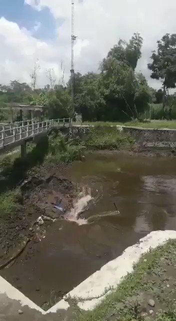 Deep sinkhole swallows up a river in Indonesia VAK4xiowpUPJI7OP?format=jpg&name=small