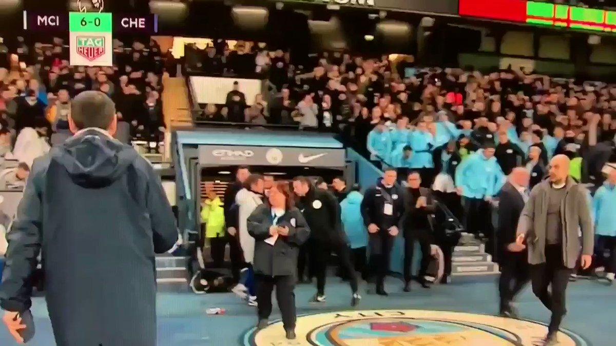 Sarri es un meme. Se va sin saludar a Guardiola. #AthleticBarça  @ManCity 6 VS @ChelseaFC 0