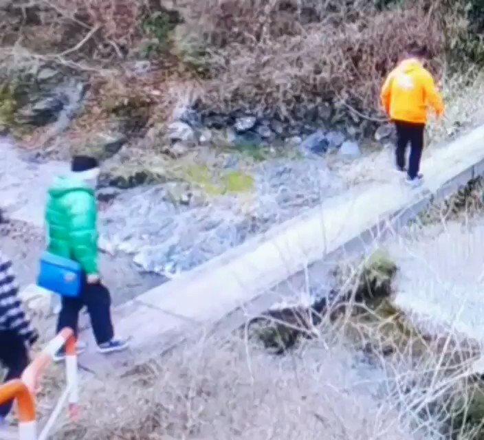 RT @00917ki: 橋渡るの怖くて富澤さんのショルダー掴む高嗣可愛い(๑´ω`๑)  #帰れマンデー #二階堂高嗣 https://t.co/zio8X4NhdS