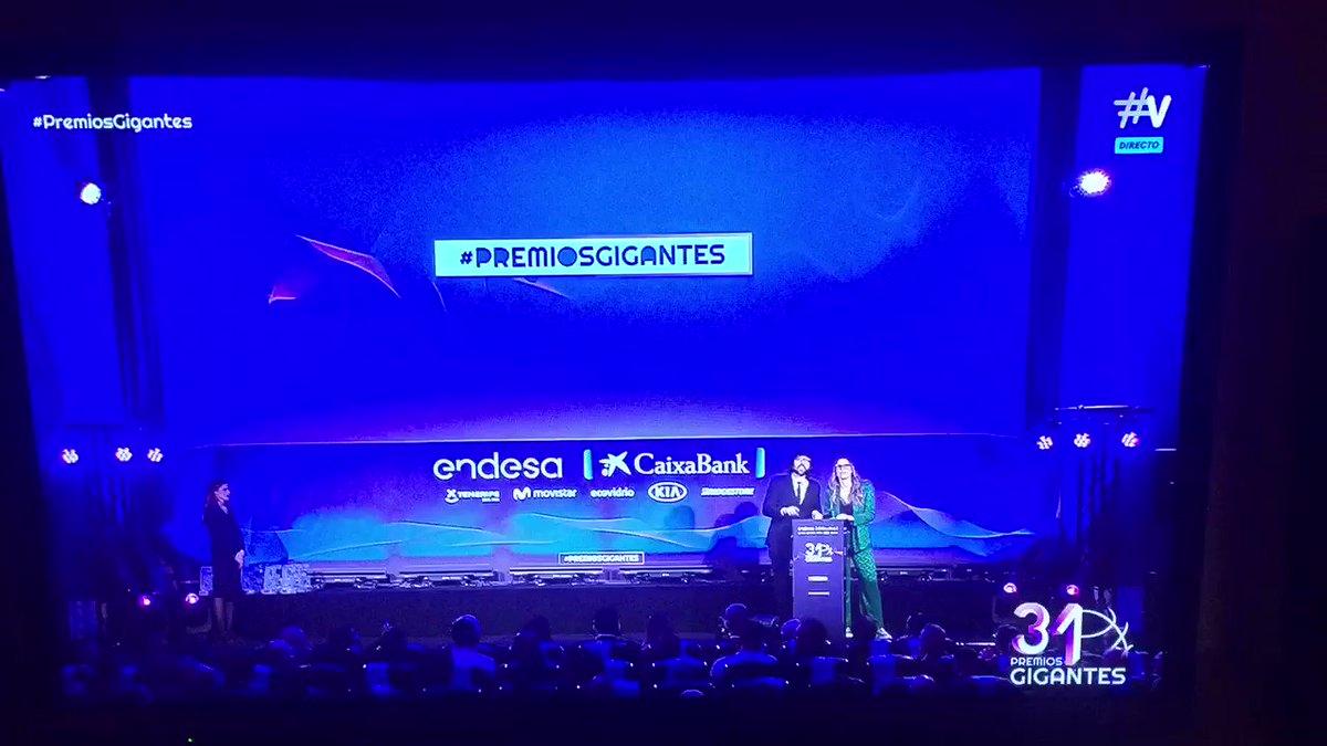 ®uбéи Uбie®и@™'s photo on #PremiosGigantes