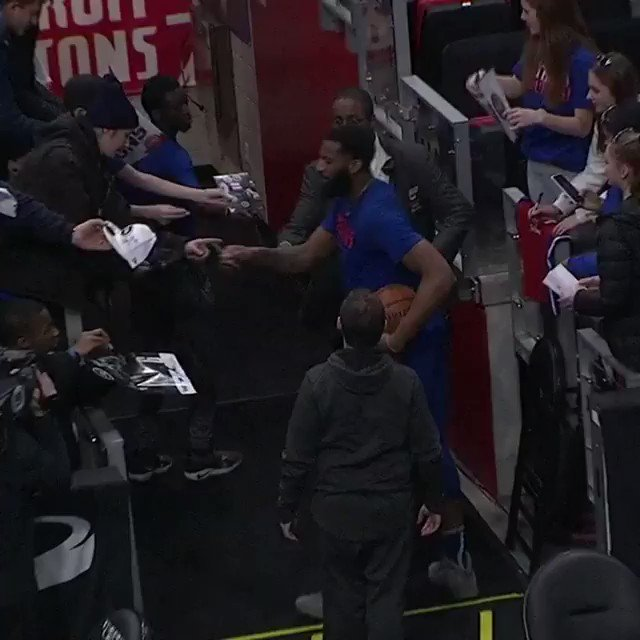 The autographs & the jumper... from the tunnel! #DetroitBasketball  ����: https://t.co/iPjKqpSDr5 https://t.co/dMzYXogCb7