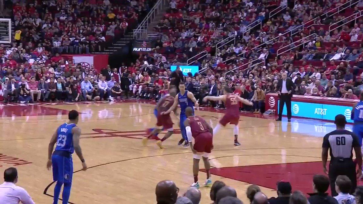 �� Luka magic! ��  ��: @NBATV https://t.co/BJmgr0Thqg