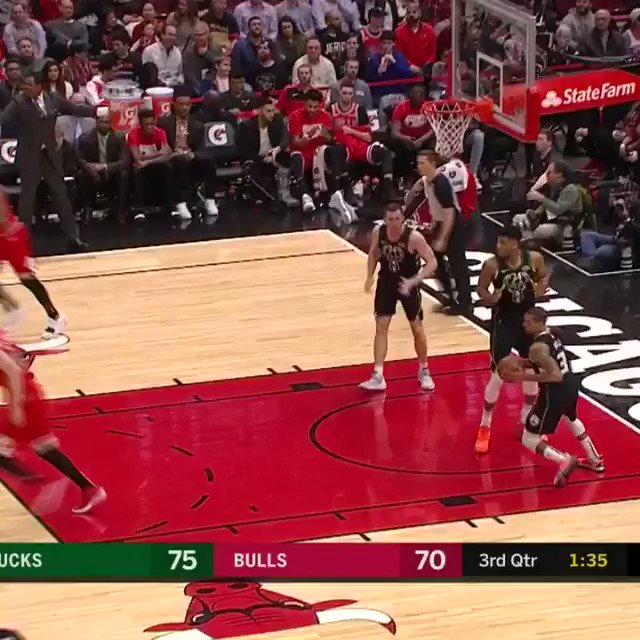 #Giannis spin.  #Giannis SLAM.   He's up to 24 PTS, 15 REB & 6 AST on NBALP. #FearTheDeer https://t.co/pBeXdX1HiH