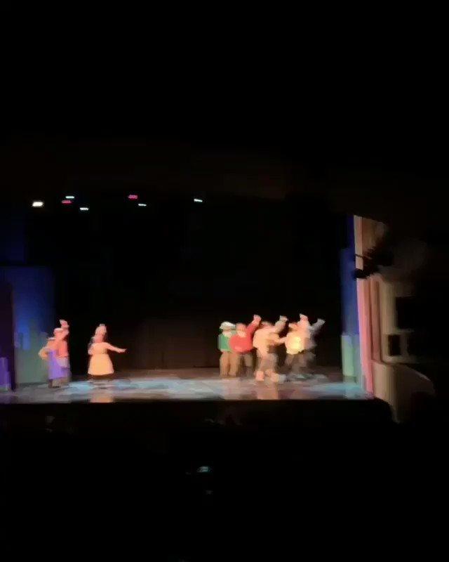 Bu akşam @ZorluPSM'de sahnelenen #BirBankaSoygunuKomedisi oyunundan kısa kısa videolar 🎭 #SerhatTutumluer #SerenŞirince #BoraAkkaş #DermanÇinkılıç #BekirÇiçekdemir #KubilayÇamlıdağ #GülizGençoğlu #MertAydın #UfukTevge #ŞafakKarali #AlicanAltun #AnılAltınöz #Tiyatro  #LerzanPamir