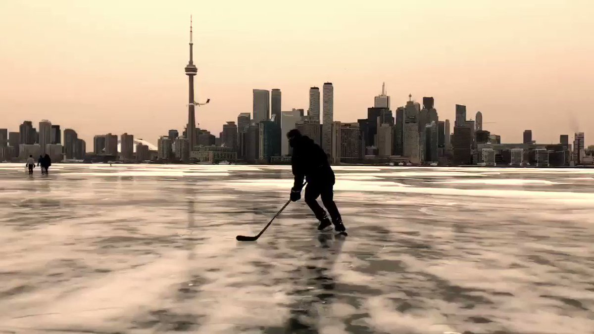 Torontonian 🇨🇦☃️⛷️'s photo on #WinterStorm