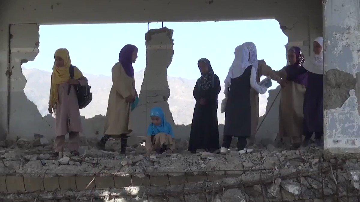 مدرسة بلا مقاعد، مدرسة بلا كتب، مدرسة بلا حوائط، مدرسة في #اليمن.