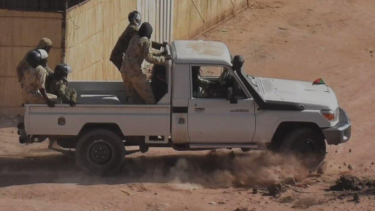 على مدى الشهرين الماضيين، بدأت صور مؤلمة تخرج من #السودان. صور من هذا القبيل. من أعضاء فرق الضرب هذه؟ أين يأخذون الناس؟ وماذا يحدث للأشخاص الذين يستهدفونهم؟ فريق #BBCAfricaEye يحقق في ... #تسقط_بس #مدن_السودان_تنتفض #SudanUprising