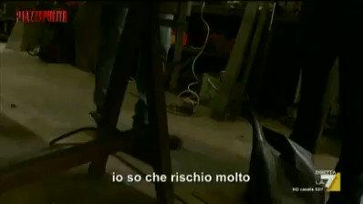 """+++Christophe Chalençon a #Piazzapulita: """"Abbiamo dei paramilitari pronti a intervenire perché anche loro vogliono far cadere il governo""""+++   Così Christophe Chalençon, uno dei leader dei #giletgialli incontrato da Di Maio e Di Battista in un fuorionda raccolto da @alebucc"""
