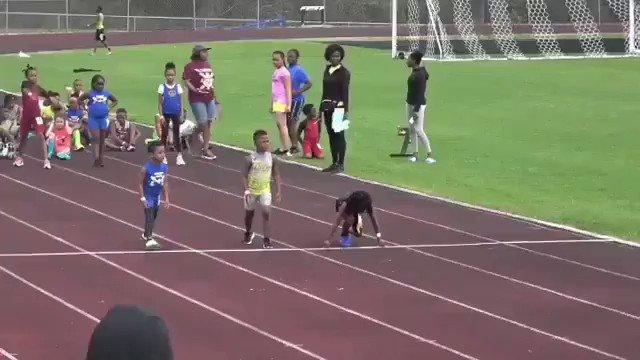 """Le jeune américain Rudolph Ingram fait sensation ces derniers jours sur les réseaux sociaux. La raison ? Il court le 100m en 13""""48 à seulement 7 ans 🔥 #athlétisme"""