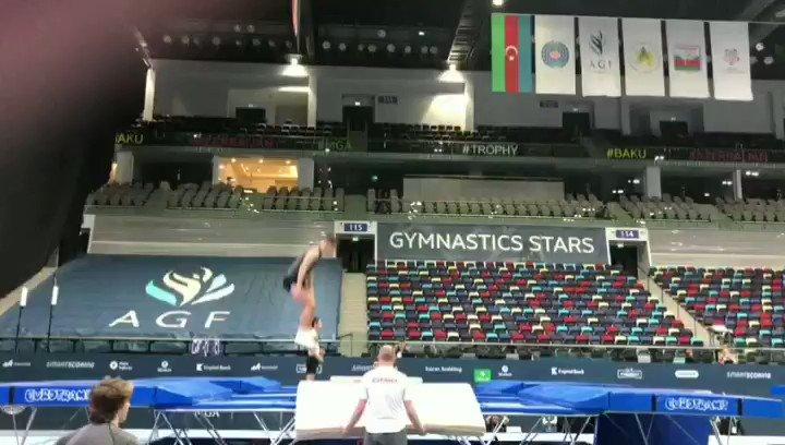 🇪🇸🤸🔝 Ya está nuestro @jorgemartin23JM entrenando a tope para esta Copa Mundial en Bakú. Con este entreno de uno de sus ejercicios vamos abriendo boca para mañana🔝🤸🇪🇸 #volamosalto #fig #trampoline #vamoscrack #gimnastics #vamosEspaña #vamosGetafe