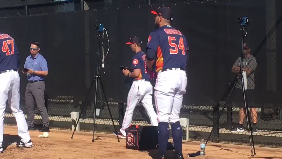 """.@RobertoOsuna1: """"I told my mom I was going to wear a pink glove to honor her. She's everything to me. When I was a little kid my mom was always throwing baseballs to me."""" #Astros"""