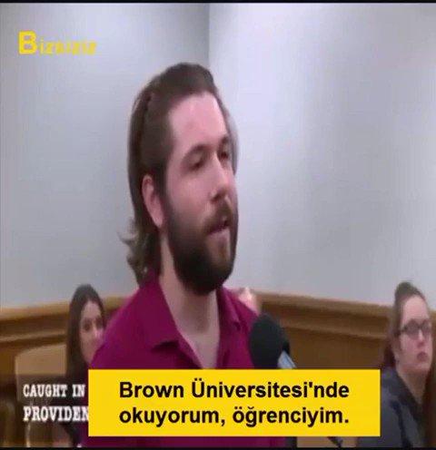 Hayatında ilk defa mahkemeye çıkan bir Türk öğrenci meşhur hakim Frank Caprio karşısında...Şanslıymış; çünkü hayatında ilk defa, ama doğru yerde mahkemeye çıkmış. Adalet, insanlık, vicdan güzel şey vesselam.İzleyiniz...