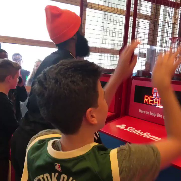 RT if you think you could take down the #MVP in Pop-A-Shot 🏀   #NBAAllStar