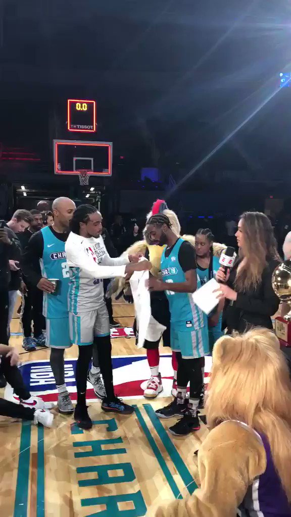 2018 MVP 🔄 2019 MVP  .@QuavoStuntin gave @famouslos32 his MVP shirt after the game.