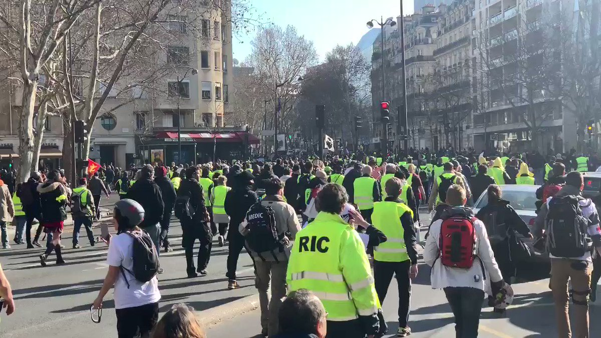 Thread:- Covering the #GiletsJaunes protests across France, now in their 14th week.  Yellow Vests march in #Paris at the start of #ActeXIV  #Acte14 #MacronDemission #MacronMustGo