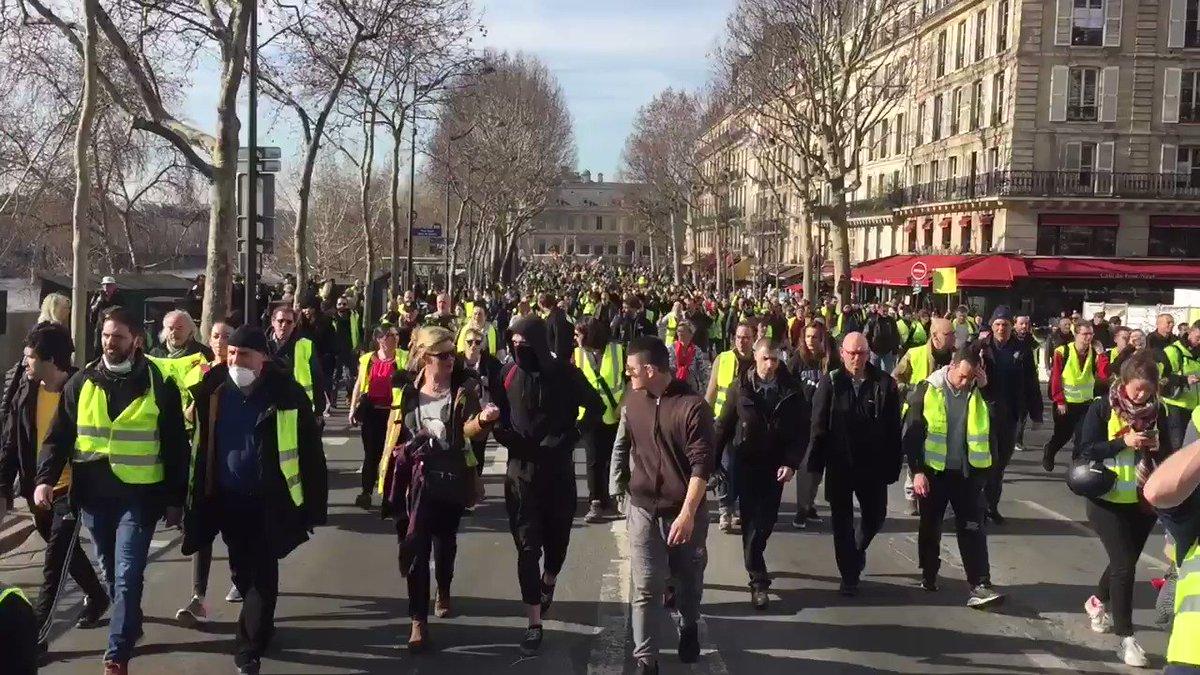 Gilets Jaunes Paris #ActeXIV✌️#ONLR #GiletsJaunes's photo on Acte XIV