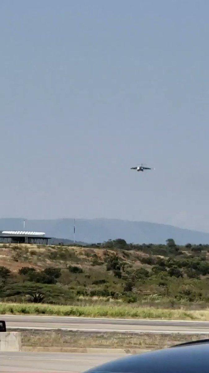 Aterriza el primer avión de ayuda humanitaria para los hermanos venezolanos. Dios bendiga a todos los que hicieron posible este alivio. @IvanDuque @realDonaldTrump @AlvaroUribeVel