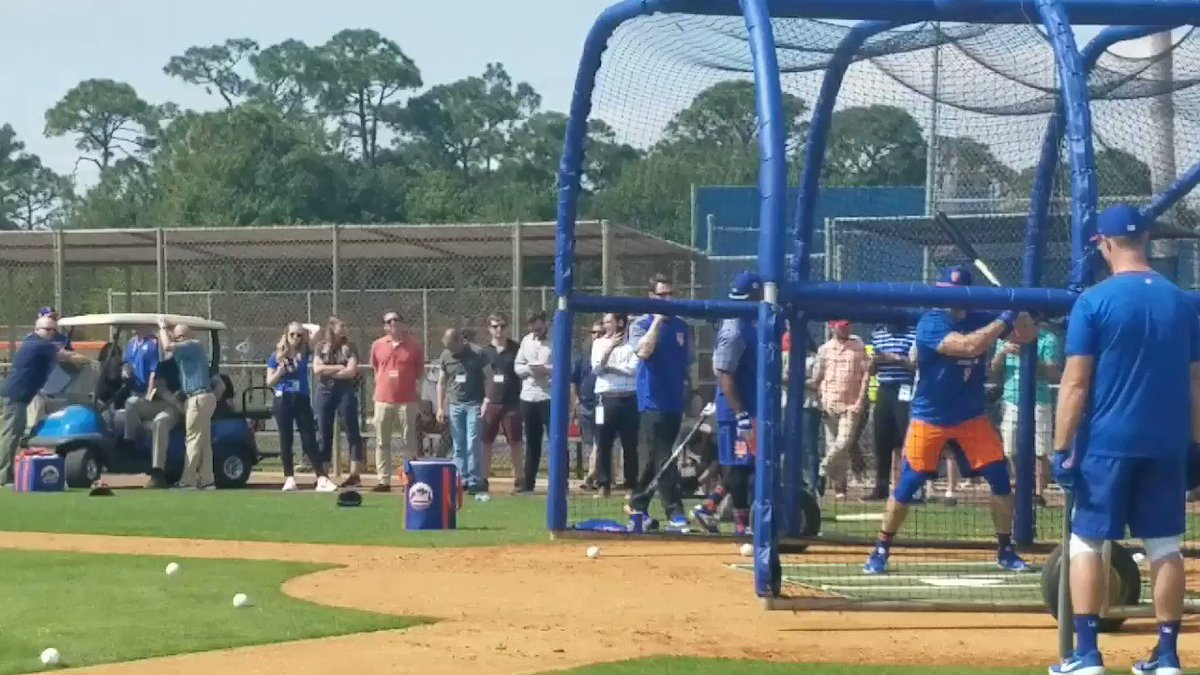 Tim Tebow, one step away from majors, arrives at Mets camp