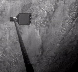 Британский спутник RemoveDEBRIS успешно захватил кусок космического мусора. Предполагается, что эта технология позволит собирать космический мусор на орбите и увозить его подальше. Wall-E 2019 🤖
