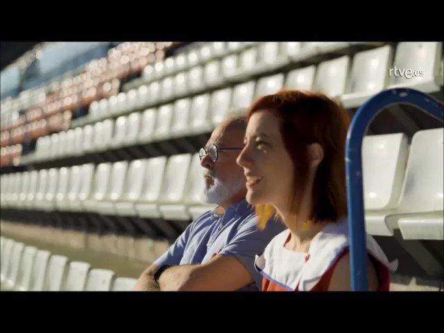 Sigue ya en directo 'Vicente Calderón. Un césped de 100 años', la historia del mítico estadio del @Atleti --> http://www.rtve.es/directo/la-2/ #PonLa2
