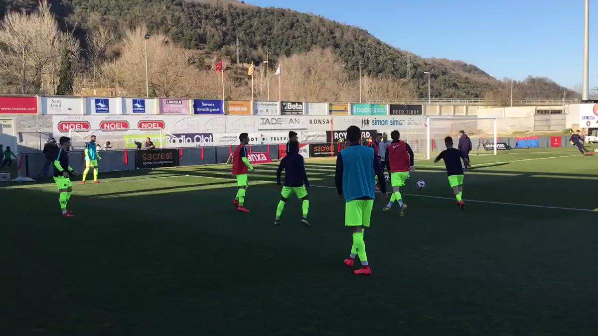 🔵🔴💨💨💨💨 Escalfament! / 🔵🔴💨💨💨💨 ¡Calentamiento!  💪 Som-hi Barça B!!  #OlotBarçaB #ForçaBarça