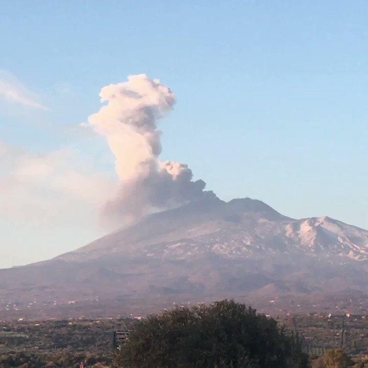 L'Etna il vulcano buono da un po' irrequieto!!!!!!#etna #sicilia #vulcanobuono #carmelopadellaro #musicparty #musicwedding