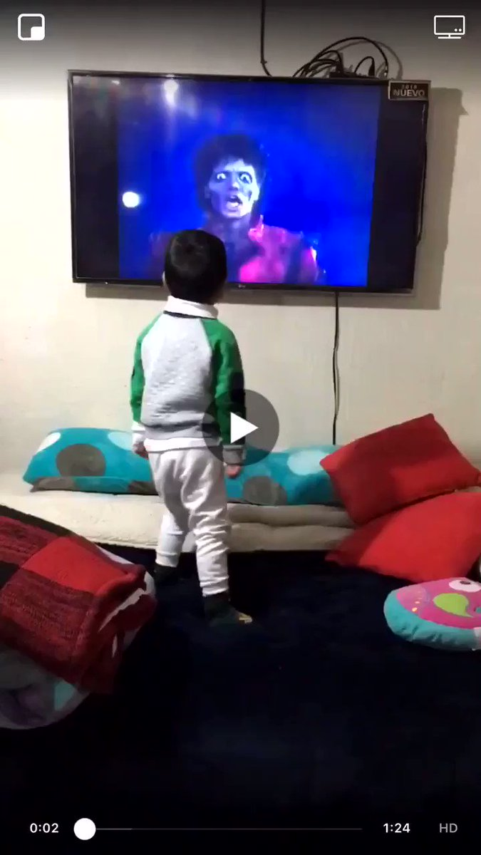 RT @VlRALMEMES: He has the Thriller routine perfected 😂🕺🏽  https://t.co/8nTnmpwqCb