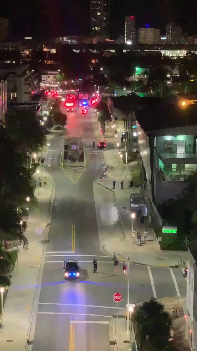 . @MiamiBeachPD is asking locals and visitors to avoid the area surrounding Alton Rd near Dade Blvd.  Police searching for wanted fugitive considered armed and dangerous. @nbc6 #MiamiBeach