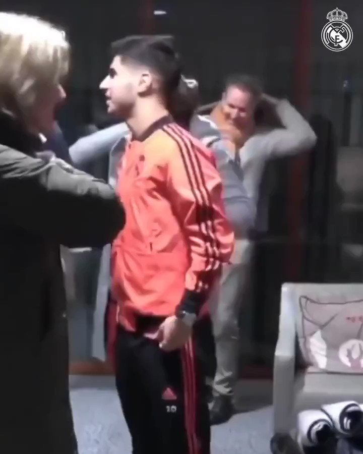 RT @TheFutbolPage: When Marco Asensio met his Dutch Nan after the game against Ajax. 🇳🇱🇪🇸  Beautiful moment ❤️https://t.co/wAOgofqXYI
