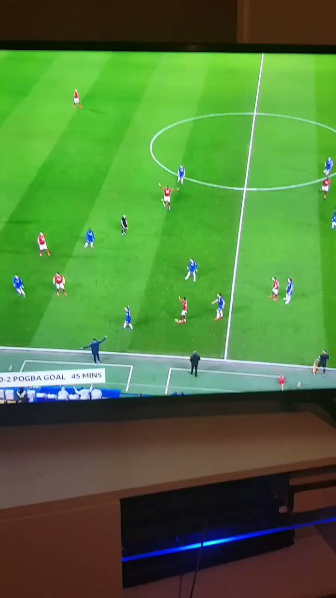 Look at the difference between Lukaku and Pogba here...