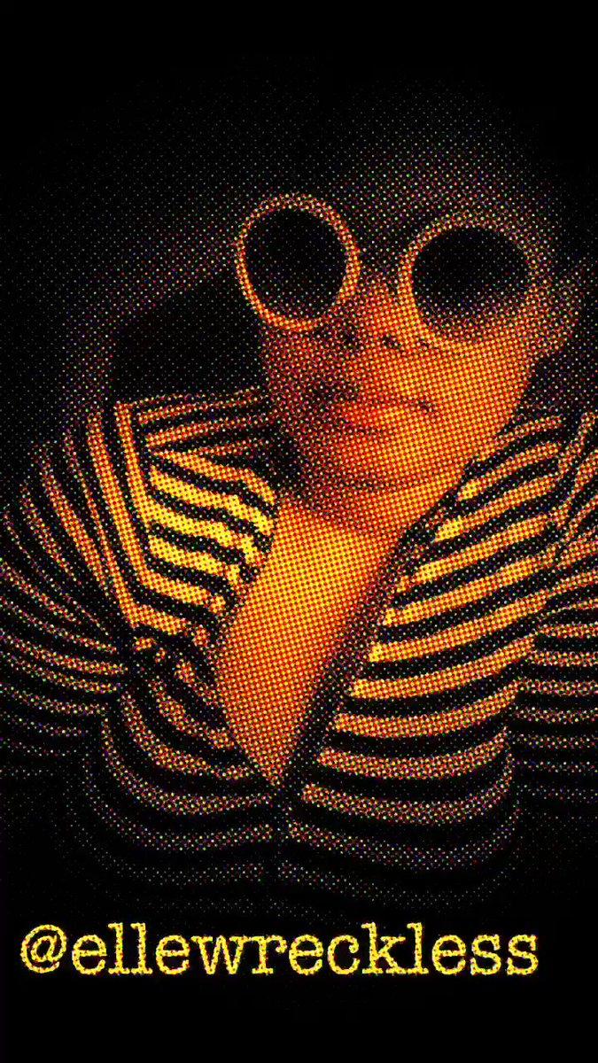 #Chiraq Freestyle by @ellewreckless ❌ @nickiminaj ❌ @lilherb ❌@dreezy👸🏾🍭🎧🍭🎤🍭 #femalerapper #nickiminaj #lilherb #chicago #chicagorapper #lyrical #lyricist #poetry #spokenword #naturalhairstyles #roundsunglasses #hiphop #songwriting #hiphopmusic #femalehiphop #tink #dreezy